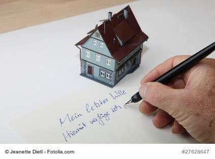 Aufsetzung des Testaments für ein Haus an eine Erbengemeinschaft