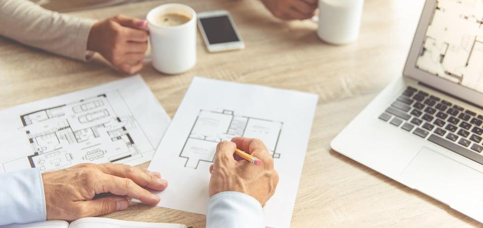 Besprechungsrunde zur Ermittlung der Kosten einer Immobilienbewertung
